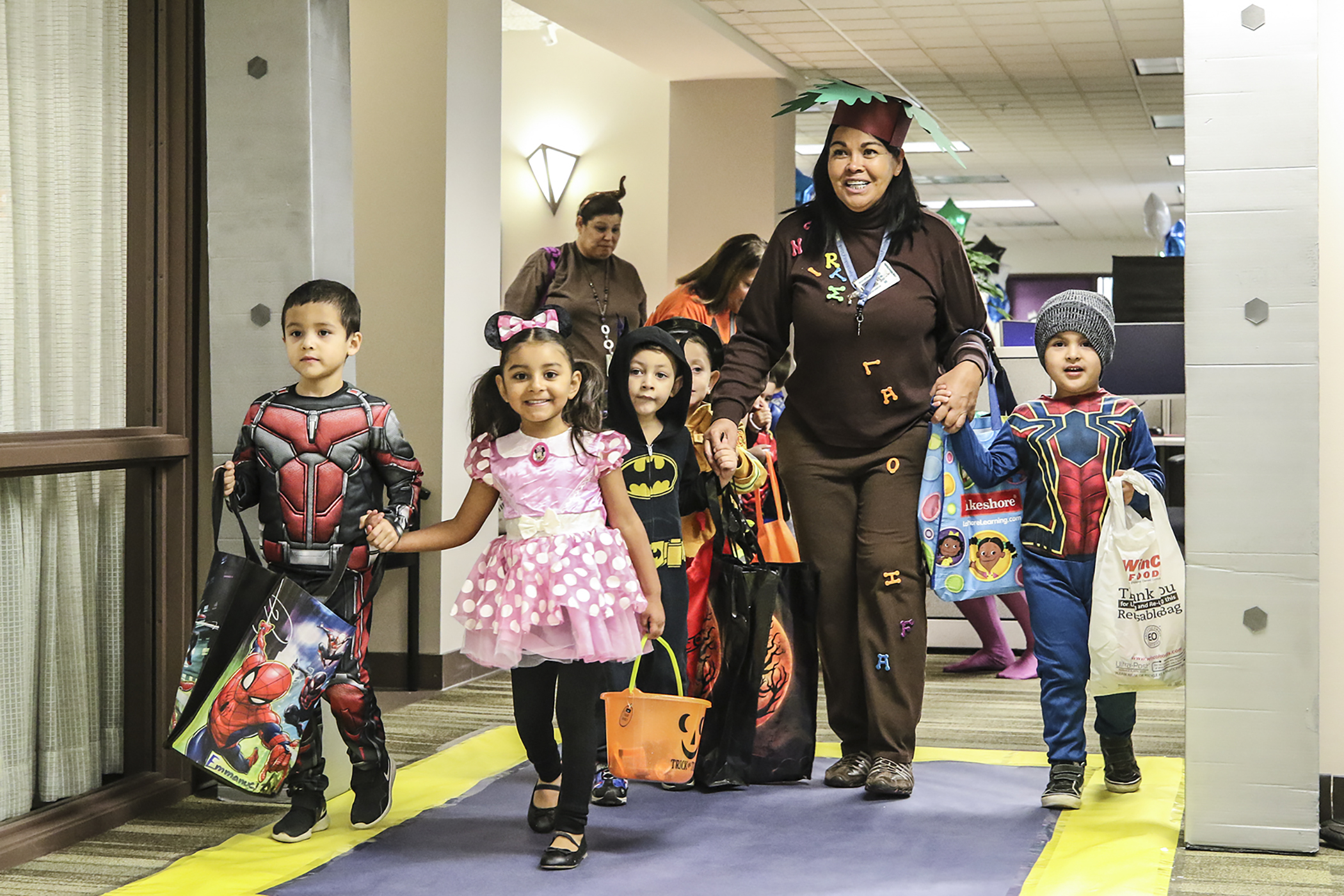 Halloween trick-or-treaters take over KCSOS